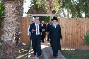 Rabbi Yaakov Litzman, Minister of Health, visits Retorno